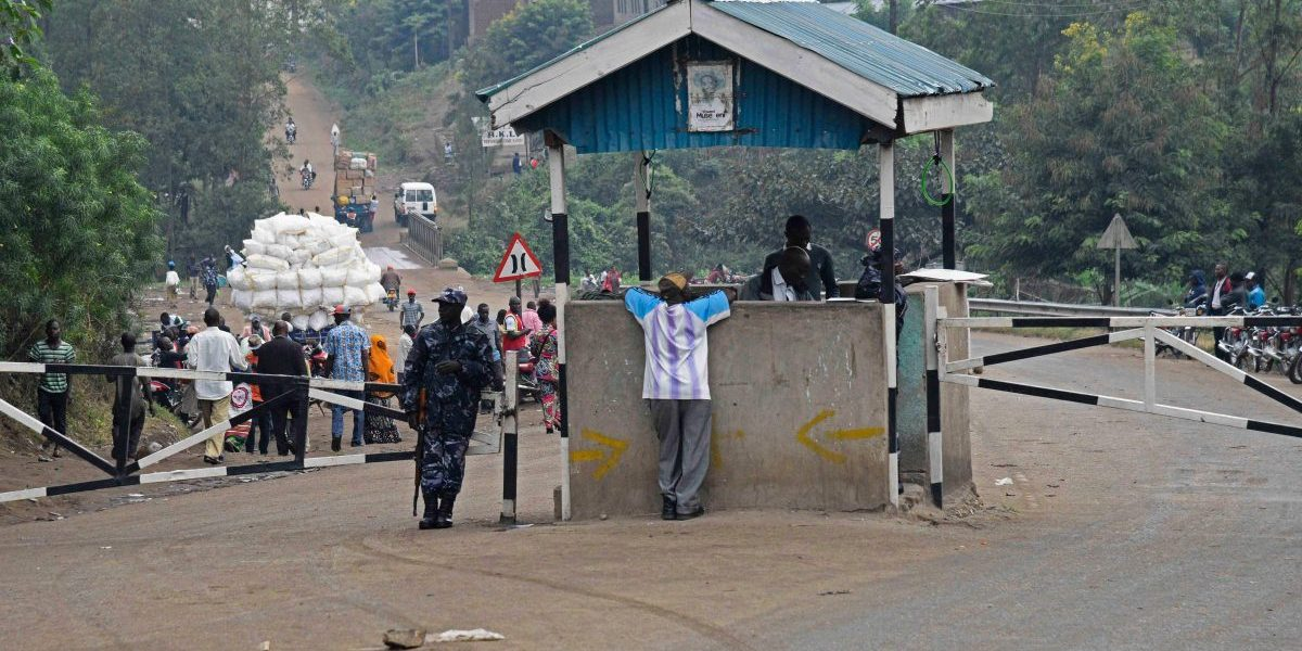 A Ugandan police officer stands guard at the Mpondwe check point at the border with the DRC. Image: Getty, Isaac Kasamani/AFP