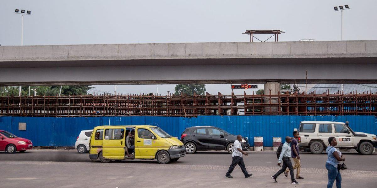 A traffic jam under the construction site of 'saut-de-mouton' bridge on Mandela boulevard in Kinshasa, as part of DRC's President's '100 days' project. Image: Getty, Junior Kannah/AFP