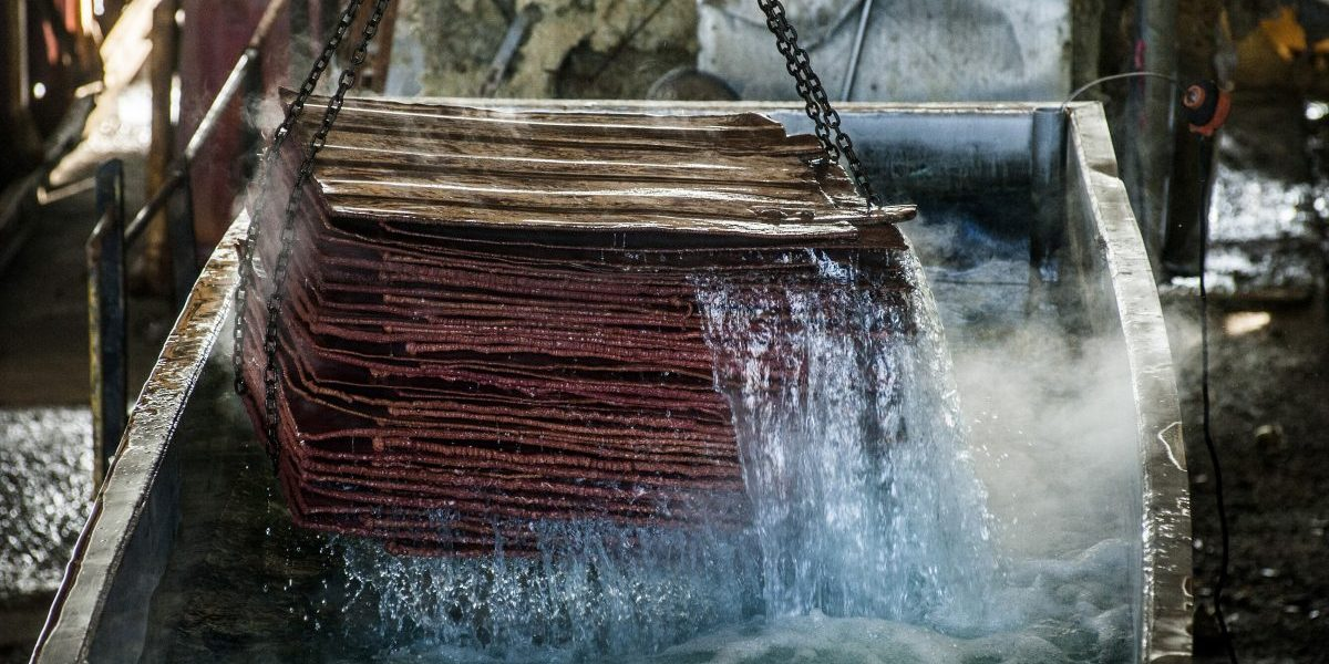 A crane lifts a load of copper plates out of a treatment tank at the Nchanga copper mine, operated by Konkola Copper Mines Plc, in Chingola, Zambia, 2016. Image: Getty, Waldo Swiegers/Bloomberg
