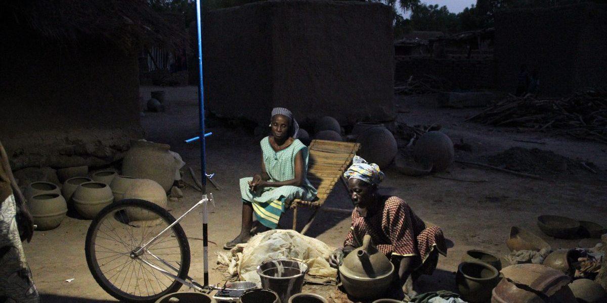 Bamako, 2014: Women make 'canari', a small spherical jar, under a mobile solar-powered streetlamp. Image: Getty, Habibou Kouyate/AFP