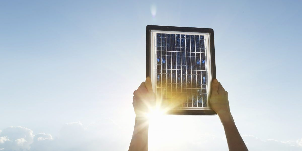 Hands holding up a solar panel. Image: Getty, BuenaVista Images