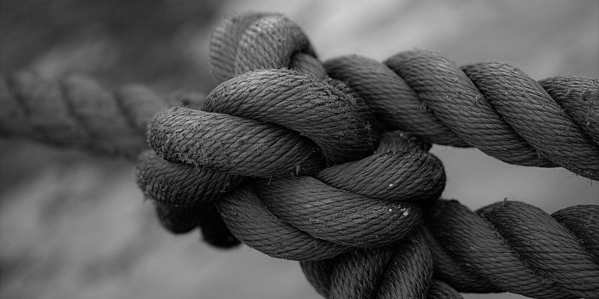 tied-up-1792237_1920